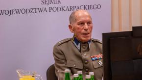 Świadek historii Franciszek Batory na uroczystej sesji Sejmiku Województwa Podkarpackiego